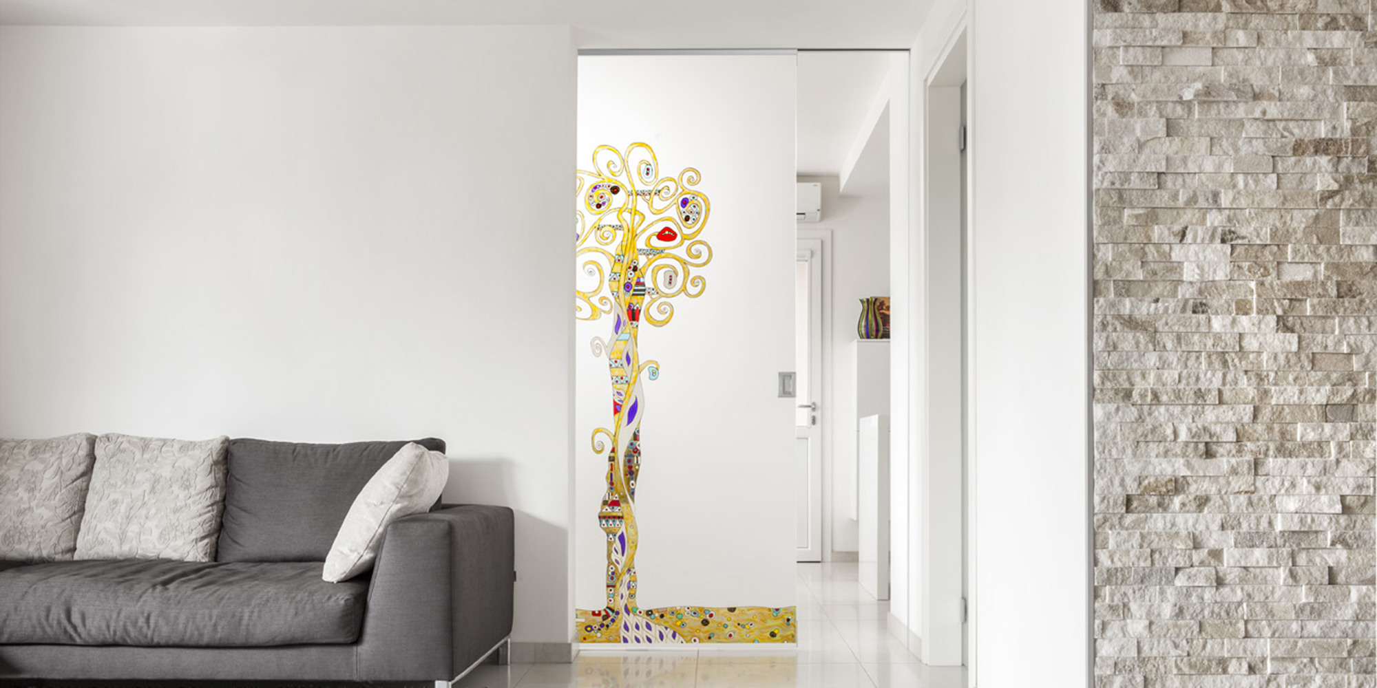 5 idee per arredare con le porte in vetro for Decorazioni su porte interne